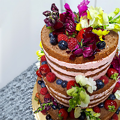 Tort weselny z kwiatami Wega